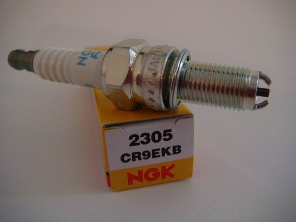 NGK Zündkerze 2305 Buell 1125 alle